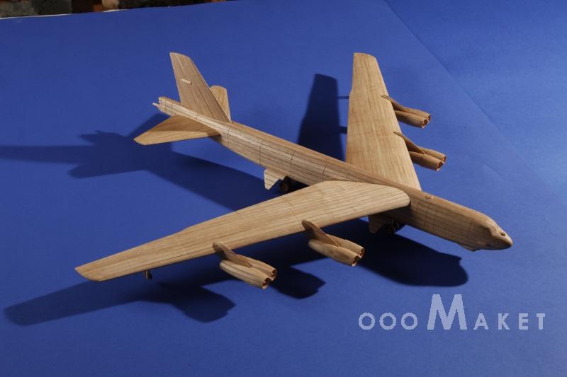 Модель самолета из дерева